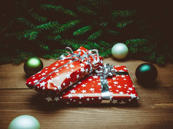 save money on Christmas shopping - gifts